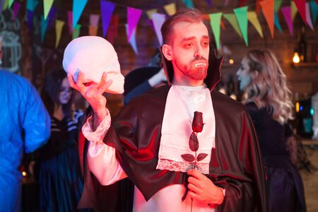 Photo pour Handsome man dressed in a Dracula costume for halloween. Man celebrating halloween. - image libre de droit