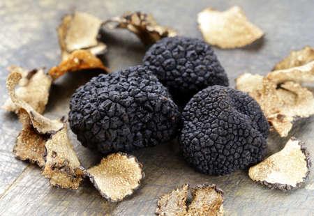 Photo pour expensive rare black truffle mushroom - gourmet vegetable - image libre de droit