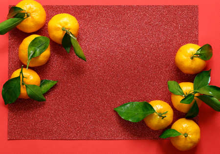 Photo pour tangerines on a red background, chinese new year - image libre de droit