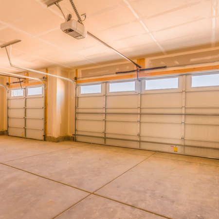 Photo pour Square Interior of an unfinished garage with unpainted walls and ceiling - image libre de droit