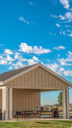Photo pour Vertical frame Building with attached picnic pavilion at a park against mountain and blue sky - image libre de droit