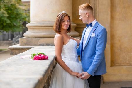 Foto de Charming newlywed couple in Wallenstein garden in Prague in Czech Republic - Imagen libre de derechos