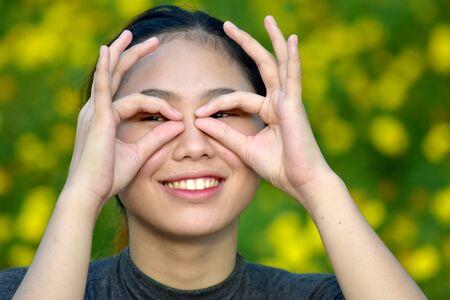 Photo pour Youthful Asian Woman Looking - image libre de droit