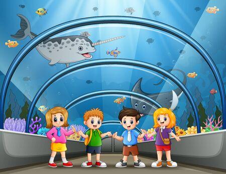 Illustration pour Funny school children looking at fish in aquarium - image libre de droit