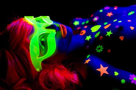 Photo pour glow uv neon sexy disco female cyber doll robot electronic toy - image libre de droit