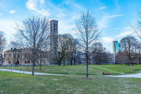Foto de Town hall in Vasteras viewed behind Vasaparken, Sweden - Imagen libre de derechos
