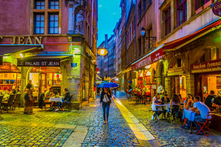 Photo pour LYON, FRANCE, JULY 22, 2017: People are strolling through the old town of lyon during sunset, France - image libre de droit