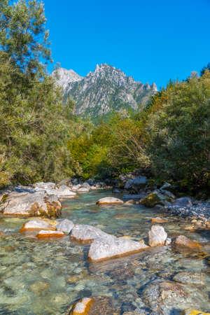 Photo pour Valbona river surrounded by splendid nature in Albania - image libre de droit
