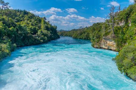 Photo pour Huka falls near lake Taupo, New Zealand - image libre de droit