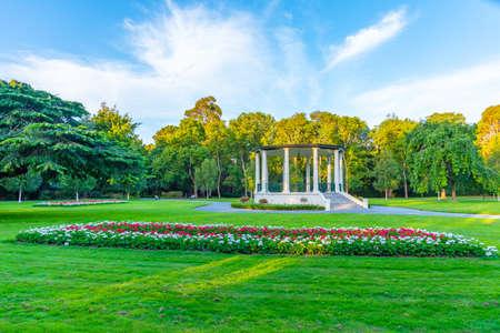 Foto de White pavilion at Queens park in Invercargill, New Zealand - Imagen libre de derechos
