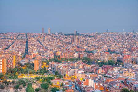 Foto de Sunset aerial view of downtown Barcelona, Spain - Imagen libre de derechos