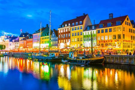 Foto für COPENHAGEN, DENMARK, AUGUST 20, 2016: Night view of the old Nyhavn port in the central Copenhagen, Denmark. - Lizenzfreies Bild