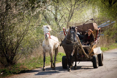 Photo pour Gypsy carriage on some road in Romania - image libre de droit
