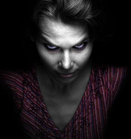 Photo pour Scary spooky evil woman in the dark - image libre de droit