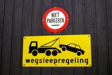 Tow away sign on a garage door in Dutch
