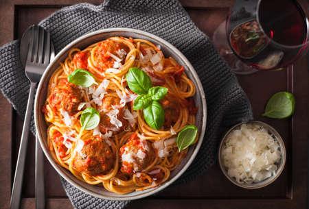 Foto de spaghetti with meatballs and tomato sauce, italian pasta - Imagen libre de derechos