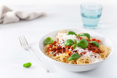 Foto de spaghetti bolognese with basil and parmesan, italian pasta - Imagen libre de derechos