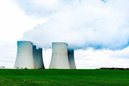 Photo pour Cooling towers of nuclear power plant. - image libre de droit