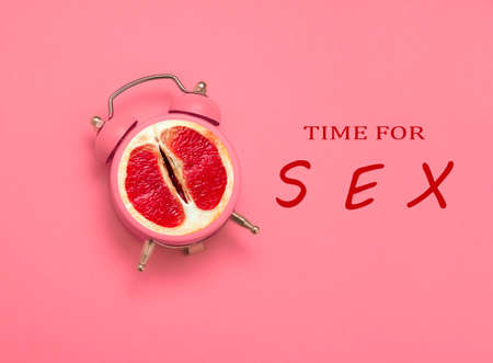 Photo pour collage with clock and grapefruit and inscription time for sex on a pink background - image libre de droit