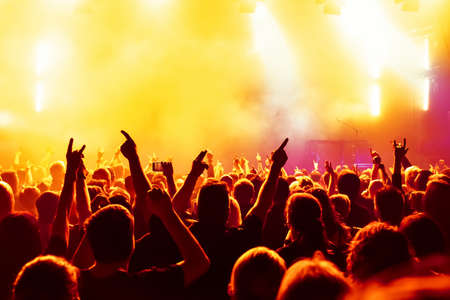 Photo pour Concert crowd at rock concert - image libre de droit