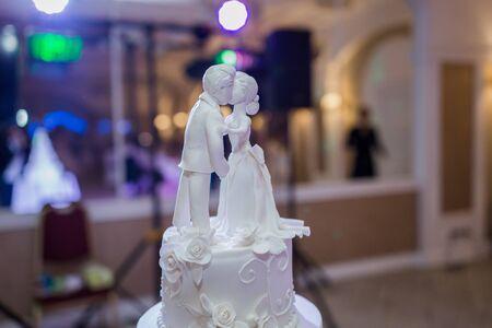 Photo pour large white wedding cake in evening - image libre de droit