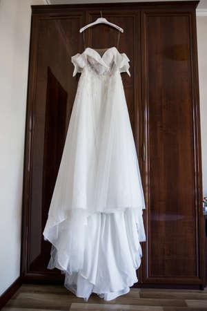 Photo pour a bride's wedding dress hanging on the wardrobe - image libre de droit