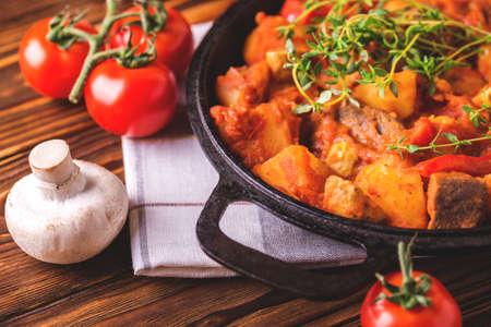 Photo pour Traditional Hungarian goulash soup bograch close-up on  wooden table. Ingredients. Balkanian cuisine. Selective focuse - image libre de droit