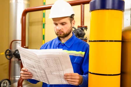 Photo pour Engineer with drawing on power gas and oil fuel factory. Maintenance work on industrial plant. Worker in helmet - image libre de droit