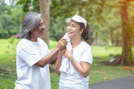Photo pour asian couple senior take care after exercise in public park. - image libre de droit