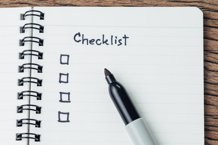 Photo pour Checklist with marker pen and check box on small notepad on wood table, to do list, prioritize or reminder for project or plan. - image libre de droit