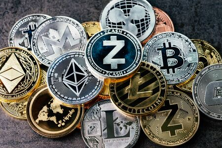 Foto de Crypto currency background with various of shiny silver and golden physical cryptocurrencies symbol coins, Bitcoin, Ethereum, Litecoin, zcash, ripple. - Imagen libre de derechos