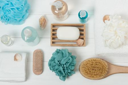 Photo pour Spa Kit. Shampoo, Soap Bar And Liquid. Shower Gel, Aromatherapy Salt. Top View - image libre de droit