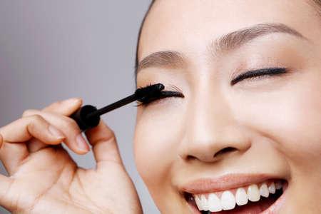 Photo pour young woman makeup - image libre de droit