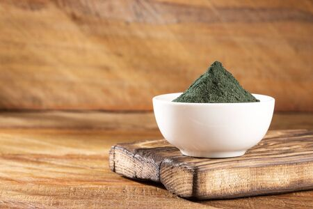 Photo pour spirulina powder healthy dietary supplement - image libre de droit