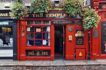 Photo pour Temple Bar in Dublin / Ireland - image libre de droit