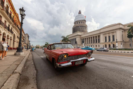 Photo pour Havana, Cuba - May 14, 2019: Classic Old Taxi Car in the streets of the beautiful Old Havana City during a vibrant and bright sunny morning. - image libre de droit