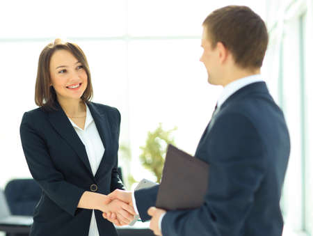 Foto de Two professional business people shaking hands - Imagen libre de derechos