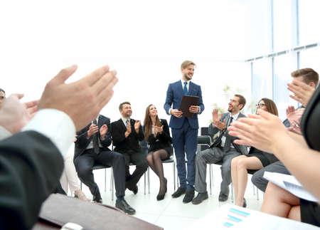 Photo pour Speaker giving a talk on corporate Business Conference. Busines - image libre de droit