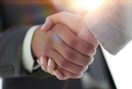 Foto de Business people shaking hands isolated on white background - Imagen libre de derechos