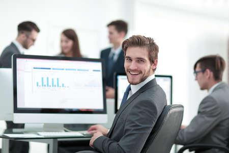 Foto de Businessman analyzing economic graphs at office - Imagen libre de derechos