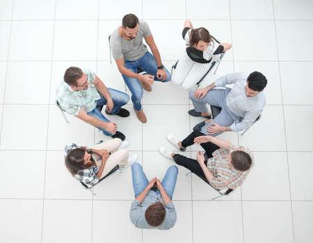 Foto de top view.business team discussing current issues - Imagen libre de derechos
