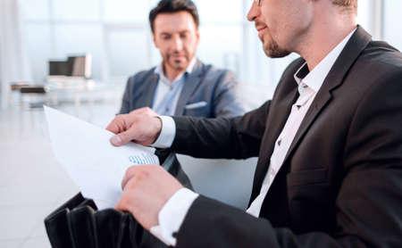 Photo pour close up.businessman is analyzing financial report. - image libre de droit