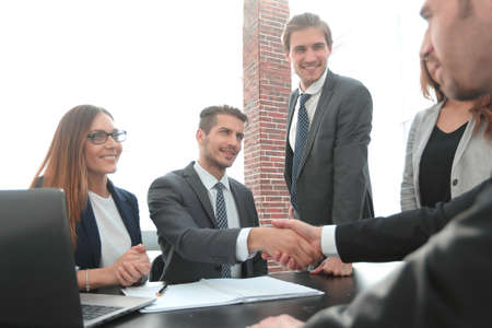 Foto de shaking hands after a business meeting in the office - Imagen libre de derechos