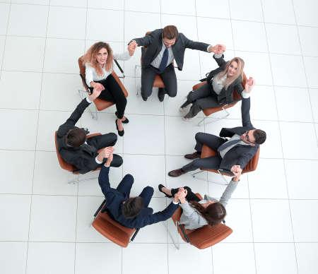 Photo pour business team holding each others hands. - image libre de droit