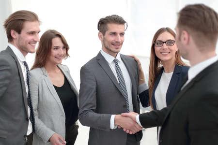 Photo pour handshake in the lobby of an office building - image libre de droit