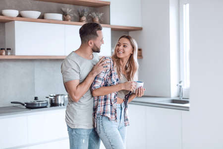 Foto de cheerful couple in the kitchen on a good morning - Imagen libre de derechos