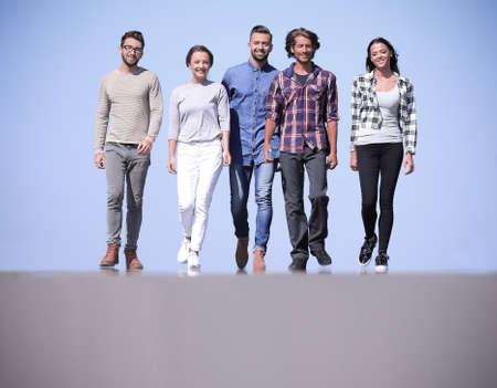 Photo pour team of friends, walks on the road - image libre de droit