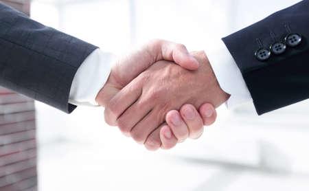 Photo pour closeup.handshake of business partners in office - image libre de droit