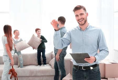 Photo pour successful realtor showing the keys to a new apartment - image libre de droit