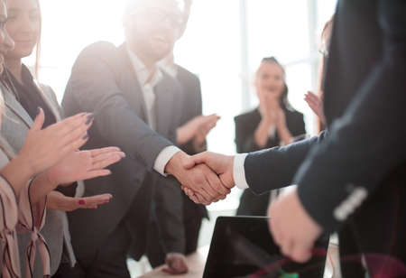 Foto de business partners shaking hands standing in the office. concept of partnership - Imagen libre de derechos